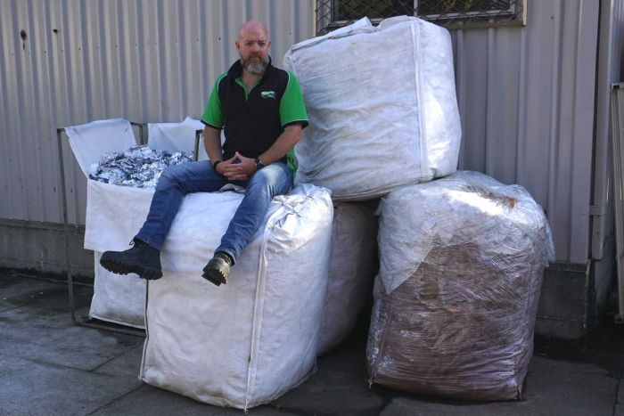 PHOTO: One tonne of foil scraps is equal to five large wool-pack bags weighing 200 kilograms each. (ABC Newcastle: Ben Millington)